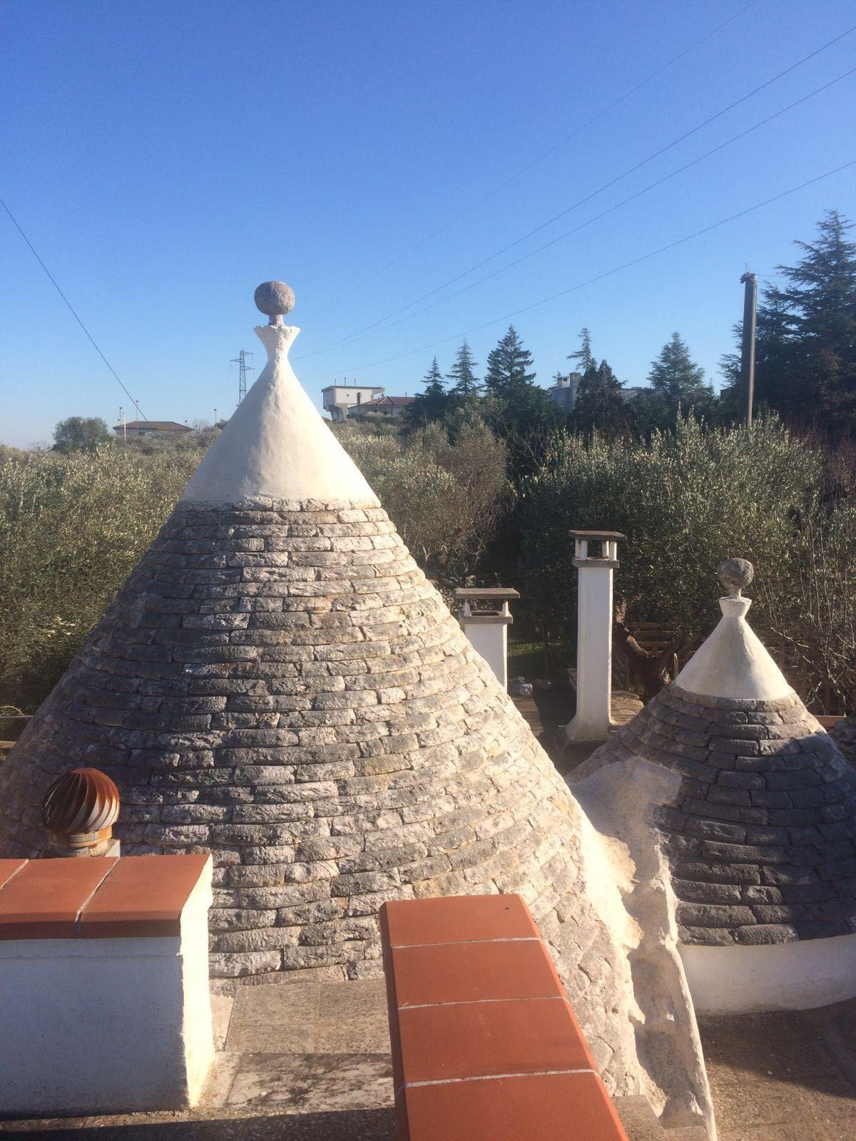 Putignano vendesi trulli - cupolette esterne